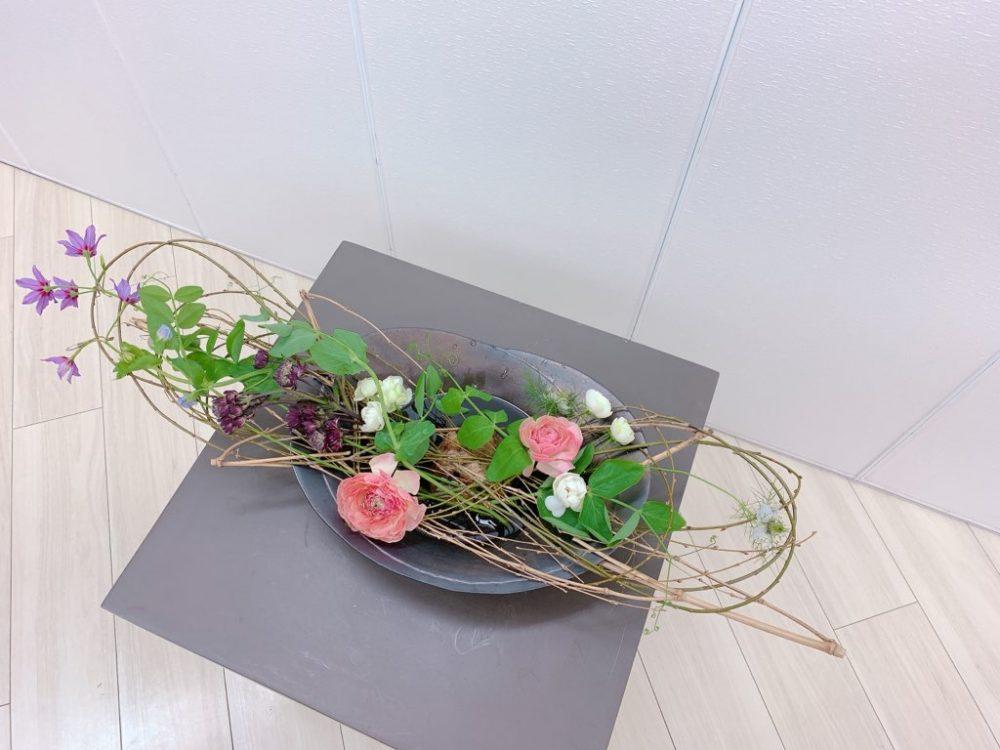 研究科<花くばり・シダレヤナギとタケのくばり~テーブルランナー風に~>